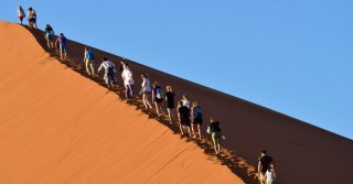 dune_people_walking